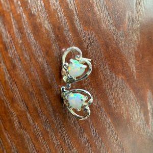 Jewelry - Gorgeous opal n black hills silver earrings!🌸